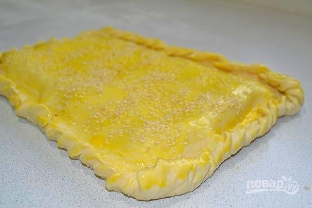 8. По желанию можно посыпать пирог кунжутом.