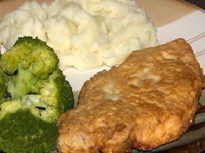 Подаем отбивные с овощным гарниром. Приятного аппетита!