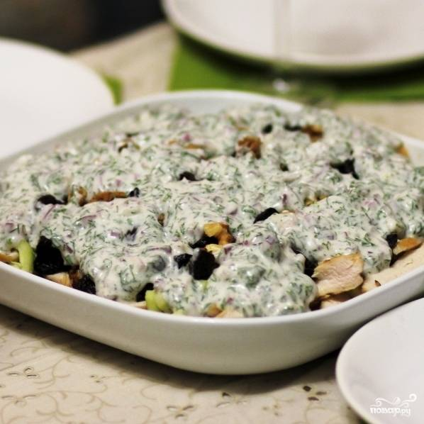 Вот и все - салат с курицей и кукурузой готов!