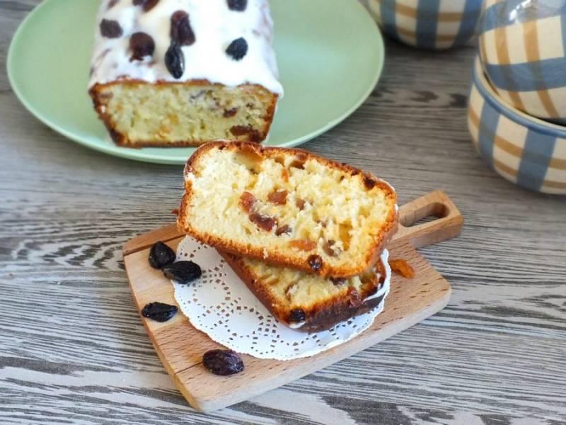 Оформите пирог на свой вкус. Подавайте теплым или полностью охлажденным. Приятного аппетита!