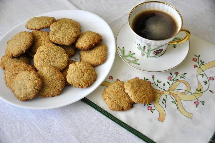 """Ну а теперь с печеньем """"Анзак"""" можно пить кофе или чай. Печенье получилось очень вкусное, одной штучкой никак не обойтись. Угощайтесь!"""