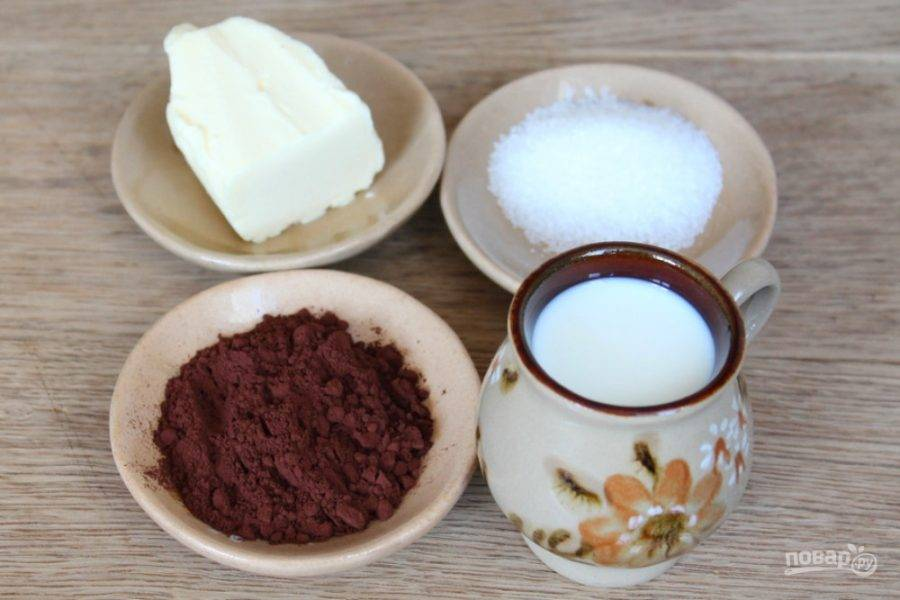 Подготовим ингредиенты для приготовления глазури: 1 ст. ложка сахара, 2 ст. ложки какао, 50 мл. молока и 30 грамм масла.