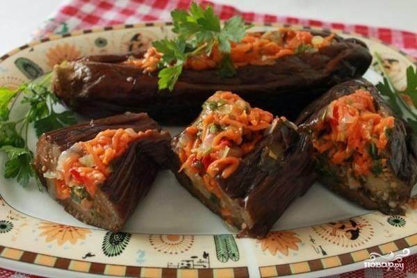 Баклажаны, фаршированные морковкой и чесноком