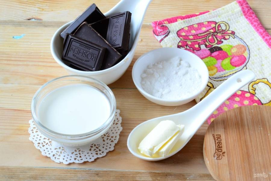 Подготовьте все необходимые ингредиенты. Если вы возьмете сливки меньшей жирности, то тогда используйте меньшее их количество, примерно 80 мл, чтобы ганаш не получился слишком жидким.