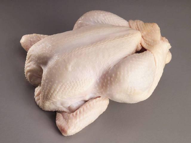 Тушку курицы помыть и обсушить.
