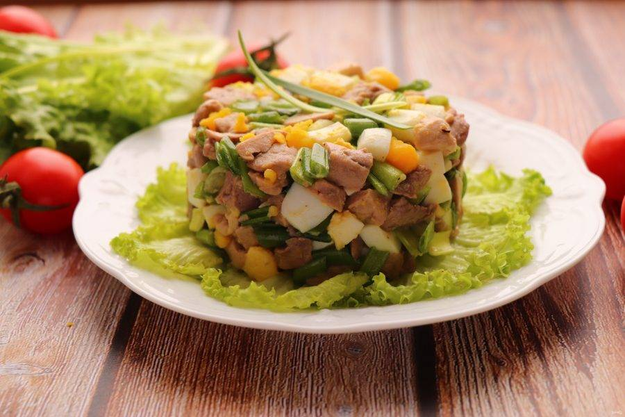 Соедините все ингредиенты и аккуратно перемешайте. Если необходимо, слегка посолите. Полезный и быстрый салат готов. Приятного аппетита!