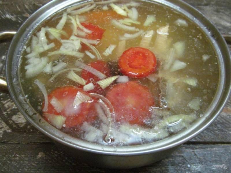 Суп посолите и поперчите на свой вкус.
