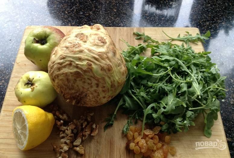 Подготовьте необходимые ингредиенты. Промойте овощи и фрукты под водой.