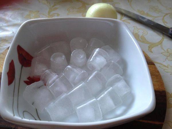 Желательно сделать это со льдом. И несколько раз, мясо должно быть как паштет.