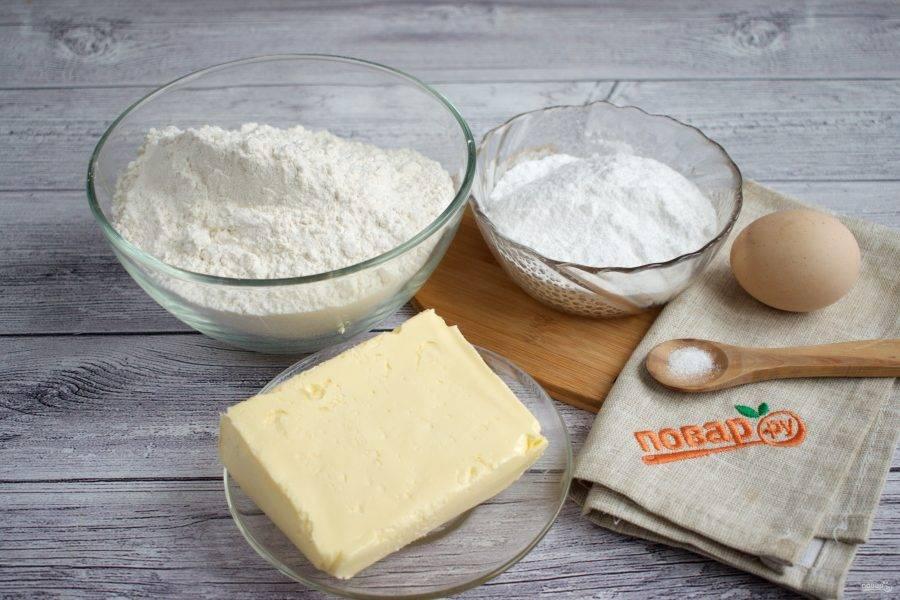 Подготовьте необходимые ингредиенты. Масло заранее достаньте из холодильника, чтобы оно было хорошо размягченным.