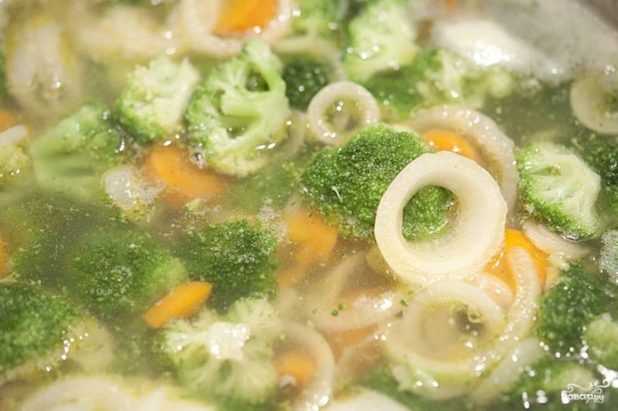 Когда овощи станут мягкими - снимаем суп с огня.