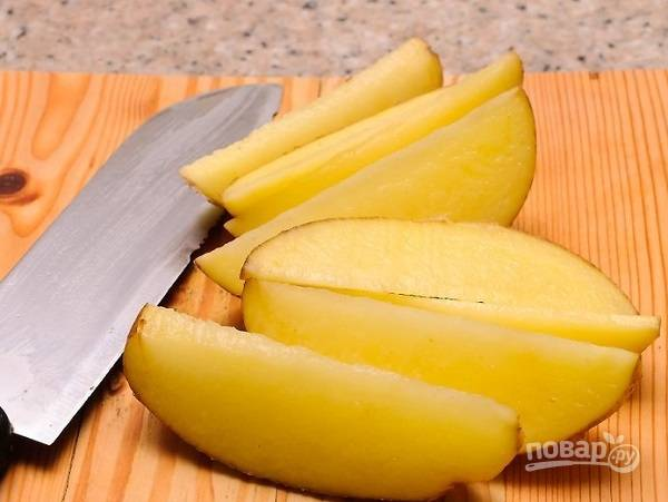 2. Нарежьте тонкими брусочками.