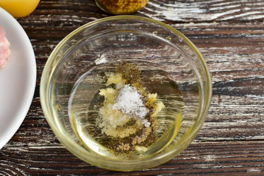 Добавьте соль и молотый перец.