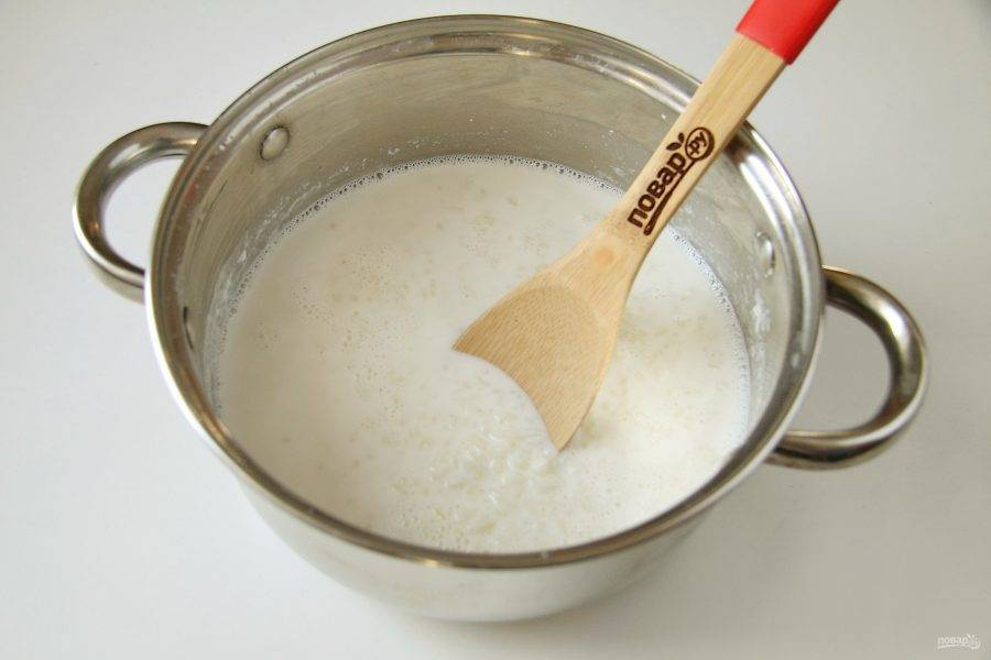 Затем снимите кастрюлю с огня, закройте крышкой и дайте супу настояться еще 15-20 минут.