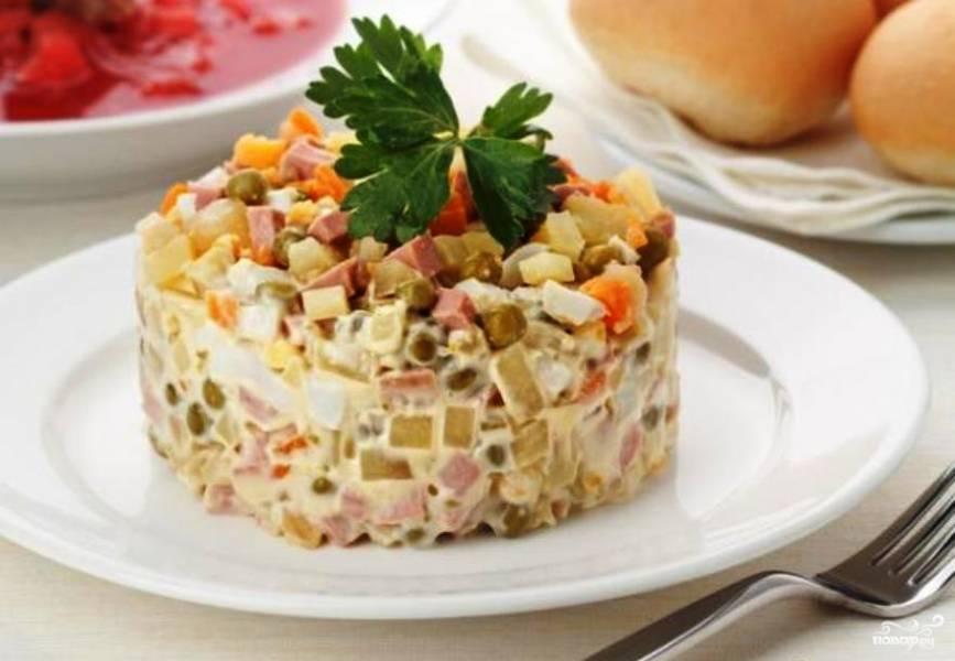 """Салат """"Оливье"""" с колбасой"""