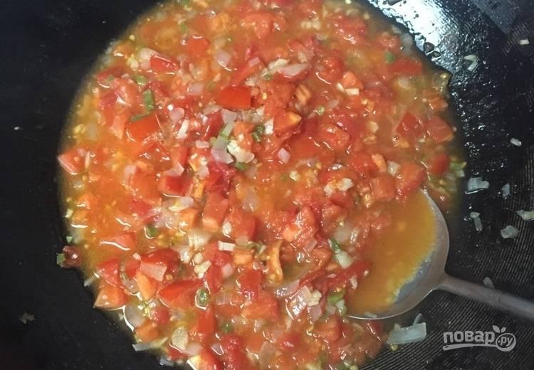12.Если видите, что недостаточно жидкости, добавьте еще воду, чтобы соус был похож на соус, а не на кашу.