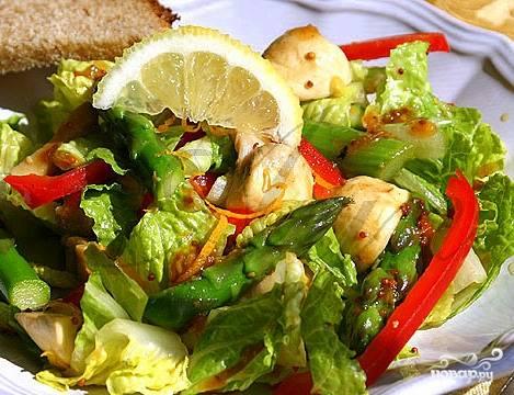 Ну вот и всё - салат из спаржи с грибами можно подавать на стол! Приятного аппетита!:)