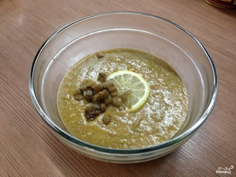 Суп подаем с кусочком лимона. Приятного аппетита!