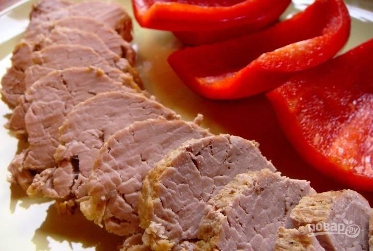 Подавайте блюдо в холодном виде, нарезав его порционными кусочками. Приятного аппетита!