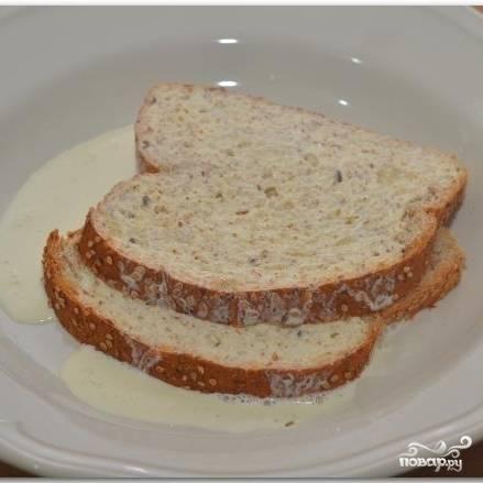 Хлеб замачиваем в сливках.