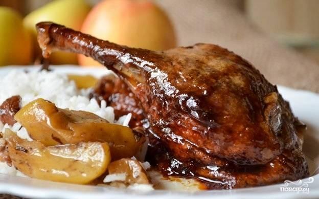 8. Вот и весь секрет, как приготовить утку с сухофруктами в духовке. Приятного аппетита!