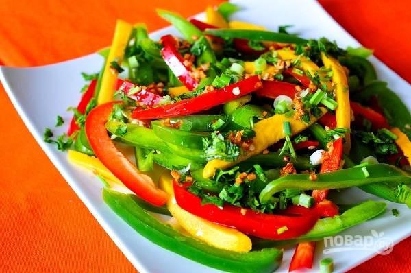 Салат с перцем и манго