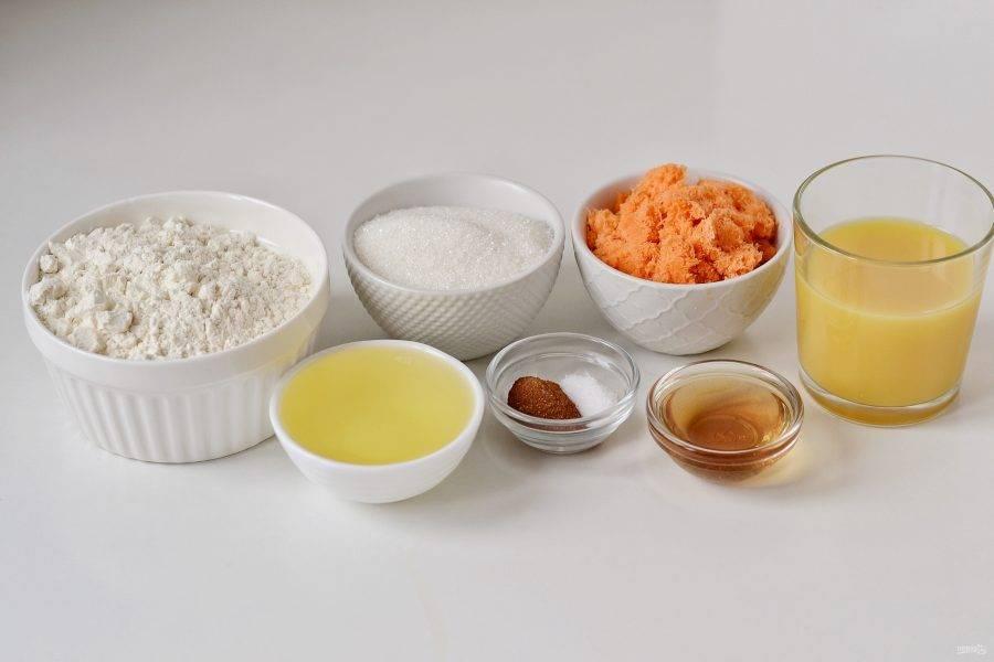 Подготовьте все ингредиенты для выпечки коржа.