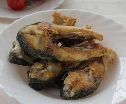 7. Обжаренную рыбу снять со сковороды и отложить на время.