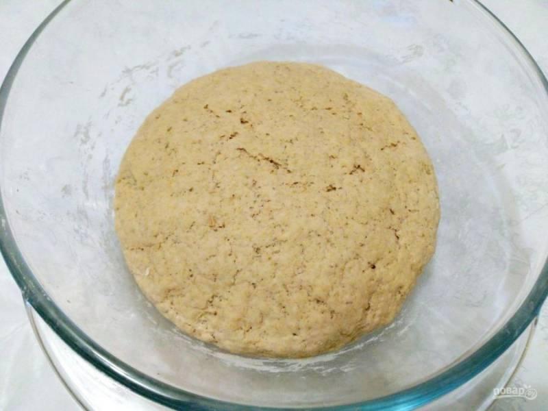 Тесто хорошо поднимется, а на его поверхности появятся небольшие трещинки.
