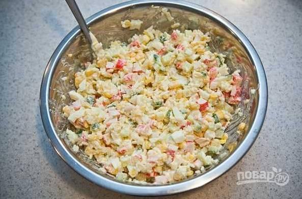 9. И все как следует перемешайте. Перед подачей можно присыпать салатик зеленым луком. Приятного аппетита!