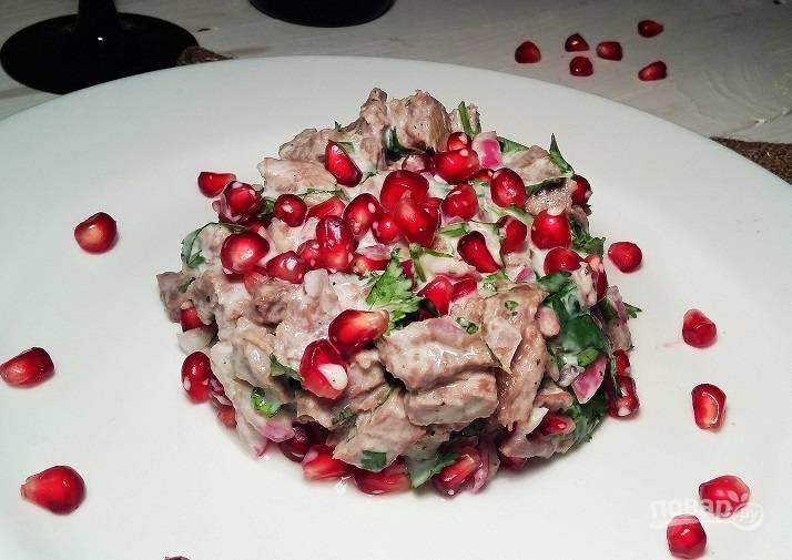 Салат с гранатом и говядиной