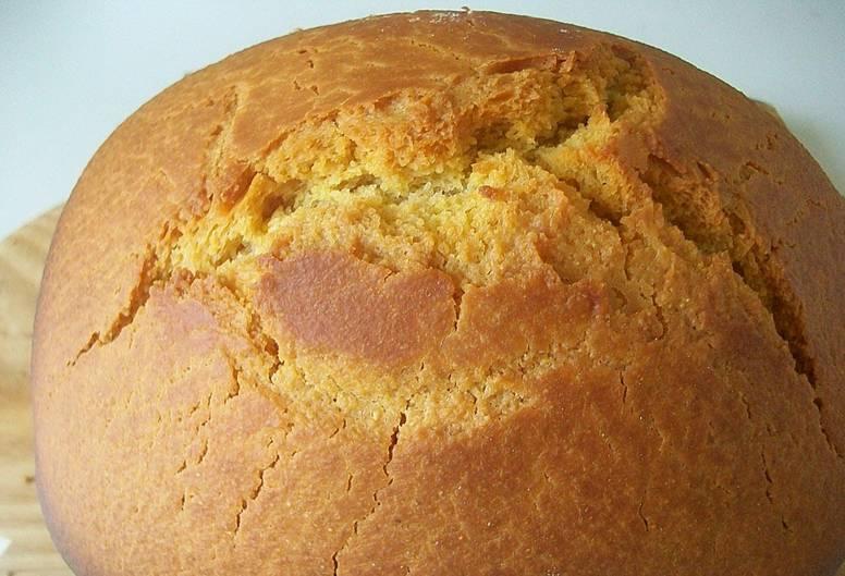 Извлекаем готовый хлеб из хлебопечки, даем выпечке настояться 25 минут.