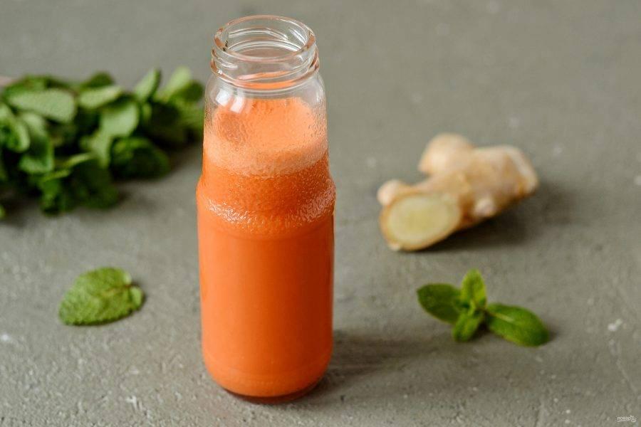 Морковный сок с имбирём готов!