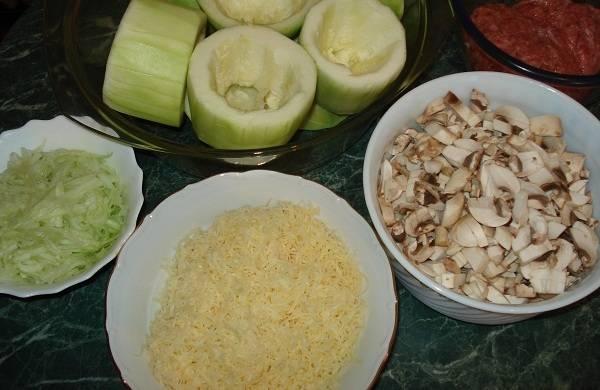 1. Это блюдо очень вкусное и сытное. Если не добавлять фарш и майонез,кабачки, фаршированные грибами получатся постными. Я решила приготовить сытное блюдо, которое станет отличной закуской.