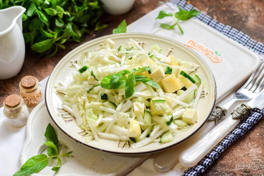 Салат с пекинской капустой и адыгейским сыром