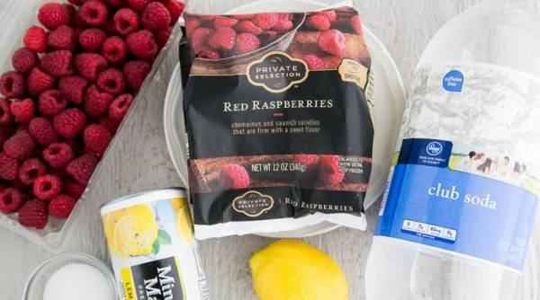 Подготовить продукты. Малину возьмите свежую или замороженную.