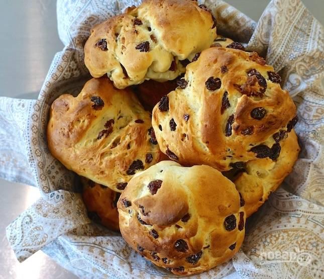 10.Готовые булочки выложите в корзину и подавайте их к столу.