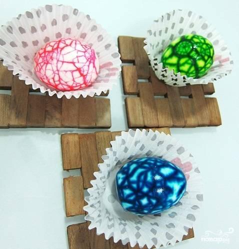 Мраморные крашеные яйца