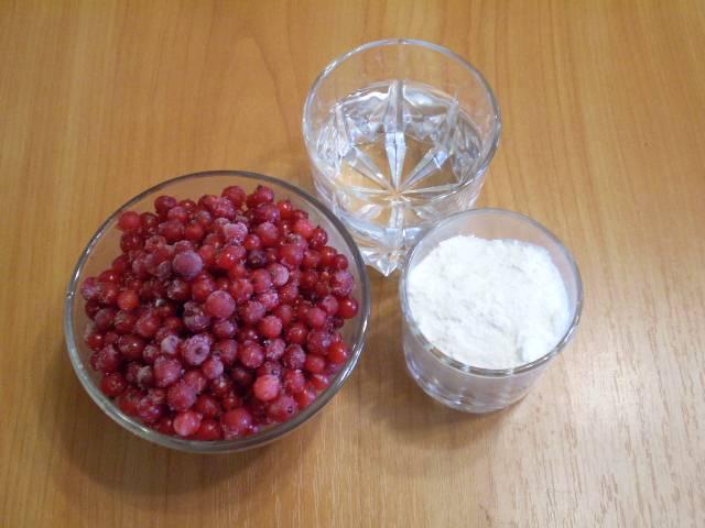 1. Приготовим продукты для сорбета. Чтобы он легче и быстрее приготовился, смородину нужно немного подморозить.