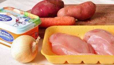 Куриное филе промойте и обсушите. Овощи промойте.