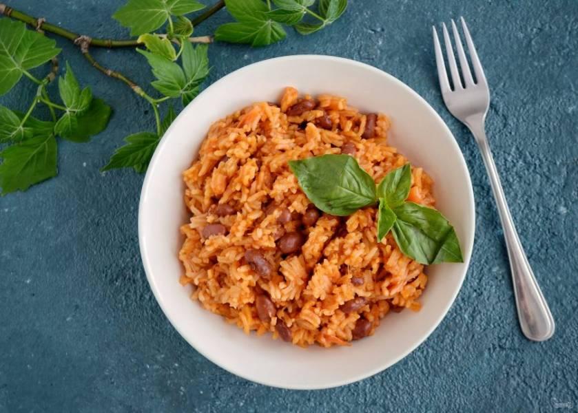 Рис по-мексикански с фасолью готов, приятного аппетита!