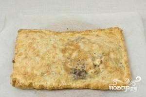3.Выпекайте при 180-190 градусов около 30 минут. Готовый греческий пирог с брынзой и мясом должен быть золотистого цвета. Приятного аппетита!