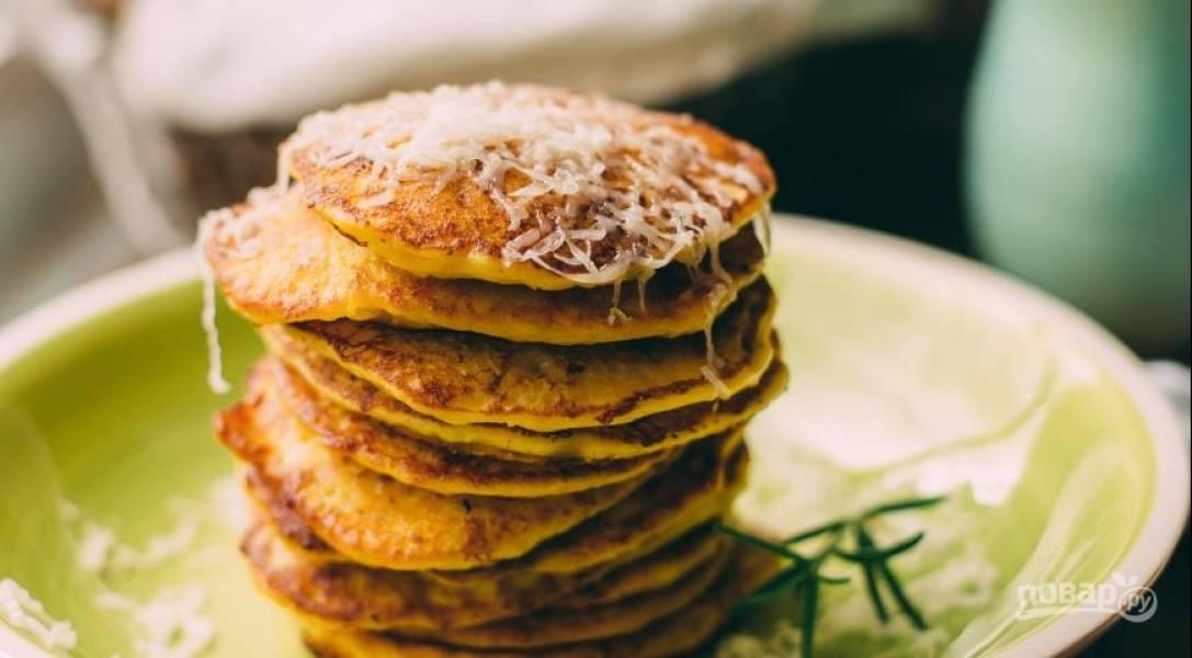 Обжарьте оладьи в разогретой с маслом сковороде до золотистой корочки. Приятного аппетита!