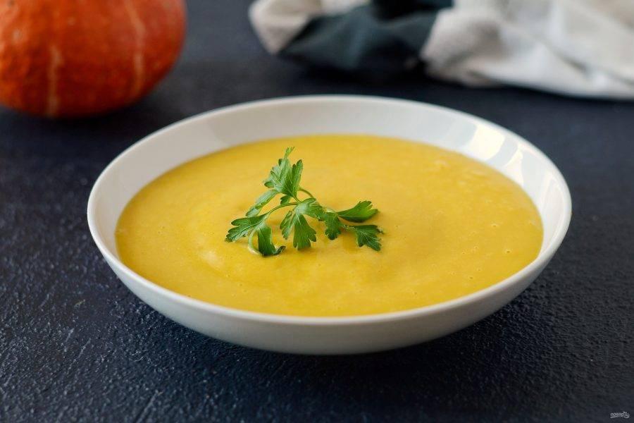 Тыквенный суп с кокосовым молоком готов, приятного аппетита!