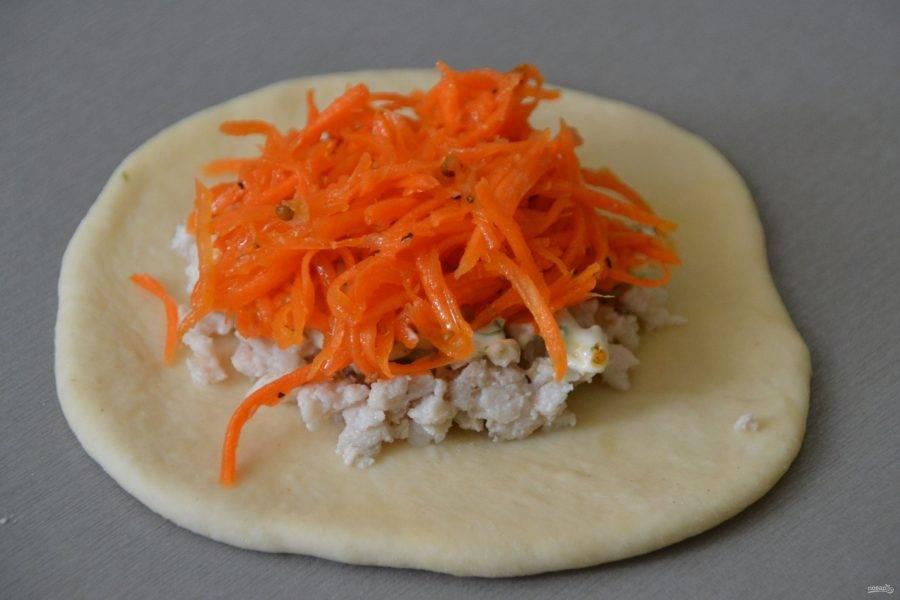 Добавьте морковь по-корейски.