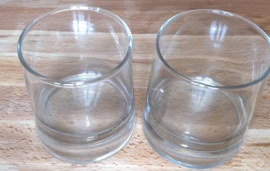 5. Возьмите стаканы или бокалы (по вашему желанию), их мы будем наполнять салатом.