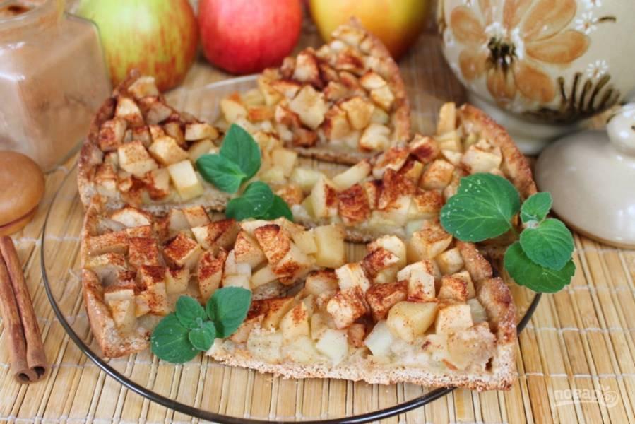 Открытый овсяный пирог с яблоками