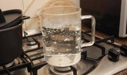 Вскипятите воду.