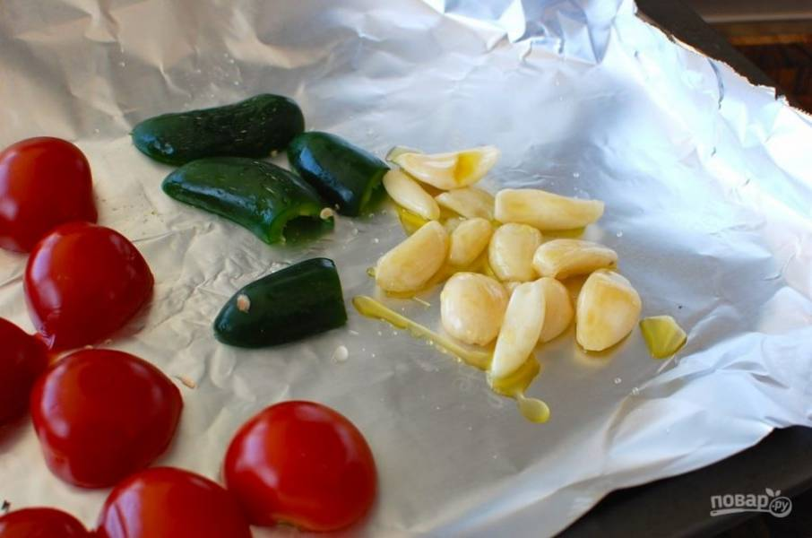 3.Полейте чеснок оливковым маслом.