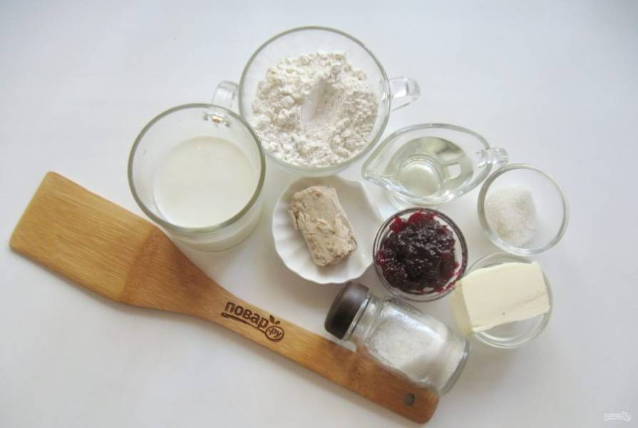 Подготовьте продукты для приготовления испанских булочек.
